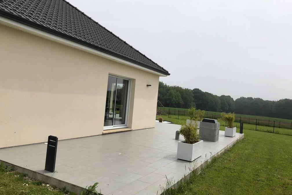Pose carrelage extérieur pour embellir votre terrasse !